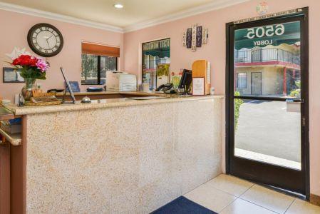 Atascadero Inn Front Desk