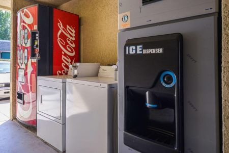 Atascadero Inn Ice Dispenser
