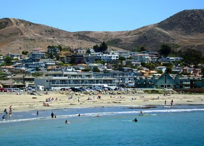 Cayucos-looking-from-the-pier-towards-the-town-originally-posted-to-Flickr-as-2007-08-07-Cayucos-California-Photo-by-Adam-Sofen-830x591